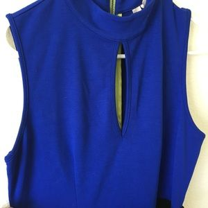 Dresses & Skirts - Color Block dress with keyhole front